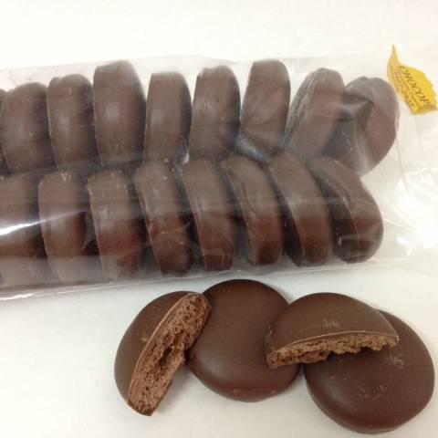 Beijo baiano coberto com chocolate ao leite