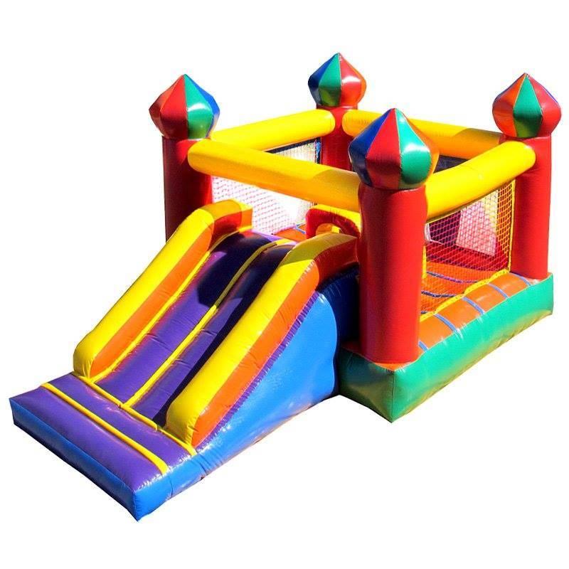 Castelo inflável com escorregador